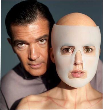 Dix-huitième film de Pedro Almodovar pour ce film sorti en France en août dans lequel un chirurgien plasticien s'adonne à des expériences sur un cobaye humain.