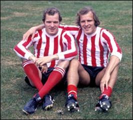 Quel est le nom de famille de ces deux jumeaux néerlandais, René et Willy, deux excellents joueurs ?