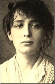 Sculpteur de talent, son oeuvre majeure est 'La Valse'. Elle collabora avec Rodin qui devint son ami. Ensemble, ils réalisèrent la sculpture 'Le Baiser'. Son frère Paul fut un célèbre écrivain.
