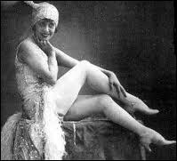 Chanteuse et actrice française, elle fut meneuse de revue au 'Moulin Rouge', au 'Casino de Paris' et aux 'Folies Bergère'. Elle représenta la midinette parisienne typique des années folles.