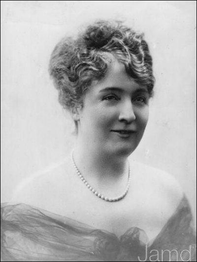 Femme de ministre, elle assassina le directeur du Figaro, Gaston Calmette, en 1914. Il menait une campagne médiatique très dure contre son mari sous forme de déballages d'histoires sentimentales.