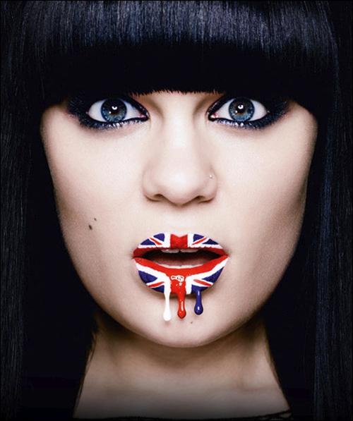 Qui est cette chanteuse et quelle chanson interprète-t-elle ?