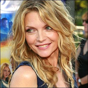 Actrice américaine, elle a joué dans 'Susie et les Baker Boys', 'Les Liaisons dangereuses' ou encore ' Batman' où elle incarne une superbe Catwoman... qui est-elle ?