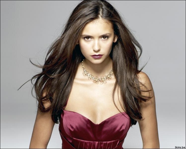 Dans quelle série de vampires joue-t-elle ?