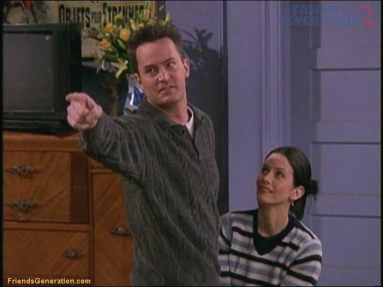 Que désigne Chandler sur la photo ?