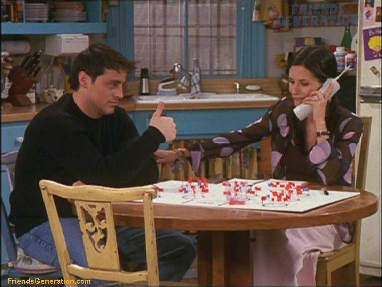 Que doit faire Monica pour inviter les parents de Joey à son mariage ?