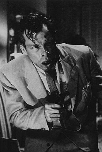 Pour terminer cette série de quizz, je vous demande le nom de l'acteur, vétéran décoré de la Seconde Guerre mondiale, qui a joué dans le film de Fritz Lang ''Règlement de comptes'' (1953) ?