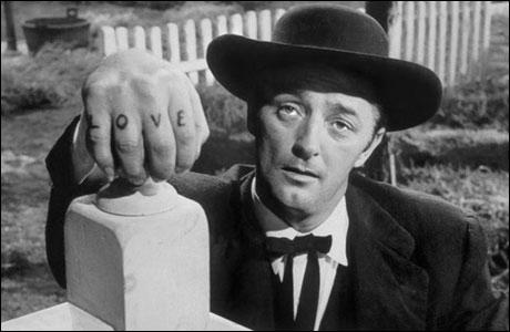 Dans ''La Nuit du Chasseur'' (1955), Robert Mitchum incarne un prêcheur totalement effrayant. Quel futur acteur de séries télévisées fait aussi sont apparition dans ce film noir ?