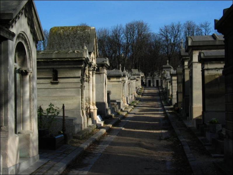 Retrouvez le nom du cimetière à Paris, comportant le mot 'père'.