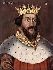 Philippe Auguste était un homme politique habile et calculateur.Par d'incessantes manoeuvres et renversements d'alliance, il a cherché à fragiliser et à manipuler 3 rois d'Angleterre successifs dans le but de récupérer leurs fiefs situés en France. Lequel de ces 3 rois est le père des 2 autres ?