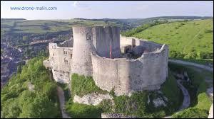 A son retour de croisade, Richard Coeur de Lion affronte Philippe Auguste pour la défense de ses fiefs en France. Quelle forteresse tenue par les anglais tombe en 1204, ouvrant la voie à la conquête de la Normandie par le roi de France ?