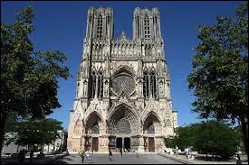 Le XIIIe siècle est surtout le siècle des cathédrales.Sous le règne de Philippe Auguste commence la construction de la cathédrale où se feront sacrer la plupart des rois de France. Quelle est cette cathédrale ?