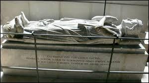 Mort d'une violente poussée de fièvre en 1223 à l'âge de 57 ans, Philippe Auguste a été le premier roi inhumé à la basilique St Denis, la nécropole des rois de France :