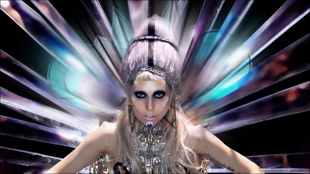 Quelle(s) principale(s) chanson(s) chante Lady Gaga en 2011 ?