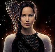 Dans quel domaine des armes Katniss est-elle une  experte  ?
