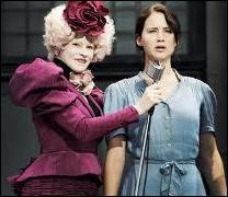 Quelle est la phrase fétiche d'Effie Tinket, l'hôtesse chargée de recruter et d'encadrer les  tributs  du district 12 ?