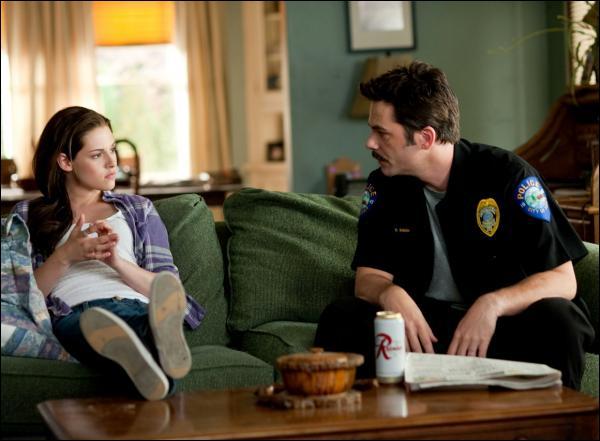 Qu'est-ce que Jacob a fait pour empêcher Bella et Edward de partir vivre ailleurs ? (chapitre 25)