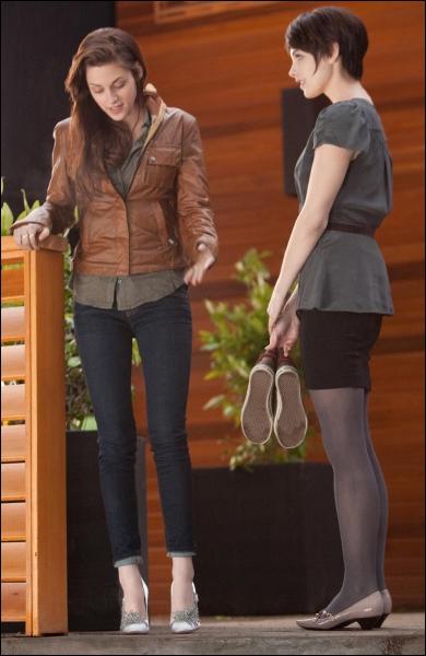 Que dit Alice quand Bella lui balance les chaussures par la fenêtre ? (chapitre 21)