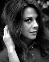 Actrice qui a joué avec James Dean dans le film 'La Fureur de Vivre' et dans la comédie musicale 'West Side Story' et qui est morte mystérieusement en 1981. Son nom est...