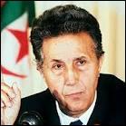 Comment s'appelait l'un des chefs historiques du FLN qui est devenu le premier président de l'Algérie indépendante ?