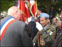 Comment a-t-on appelé les Algériens musulmans qui étaient favorables au maintien de l'Algérie française ?