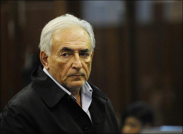 Politique : c'est la descente aux enfers pour le directeur du FMI Dominique Strauss-Kahn, accusé de tentative de viol sur une femme de chambre. Dans quelle ville américaine a-t-il été arreté ?