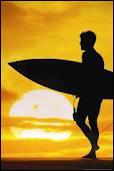 En quoi sont généralement réalisées les planches de surf ?