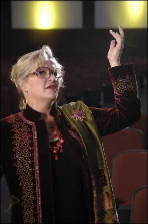 Comment s'appelle la comédie musicale de Mme Darbus ?