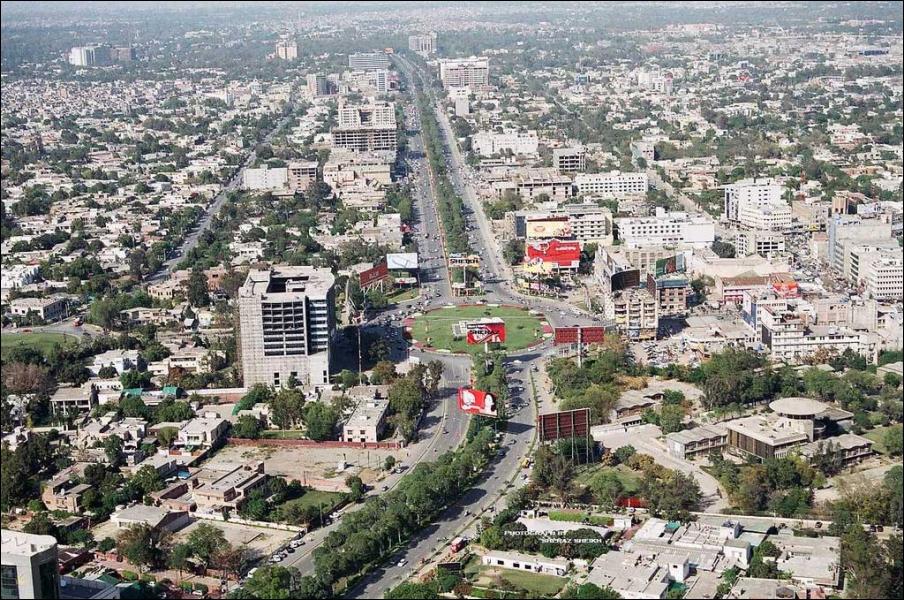 Dans quel État d'Asie se situe la ville de Lahore ?