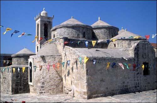 Dans quel pays peut-on visiter l'église de Yeroskipos ?