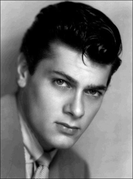 Il a joué dans 'Spartacus' aux côtés du précédent, mais aussi dans 'Certains l'aiment chaud' avec Maryline Monroe. Quel est cet acteur ?