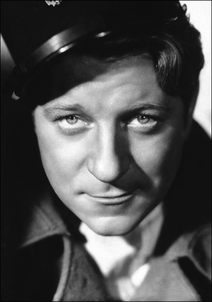 Malgré son air bourru, ce grand acteur a eu du succès auprès des femmes, peut-être gâce à la phrase 'T'as de beaux yeux tu sais ! ' Qui est-ce ?