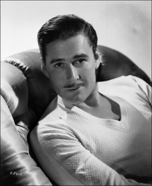 Quel est cet acteur, connu pour ses rôles de héros romantique, comme Robin des Bois (1938) ?