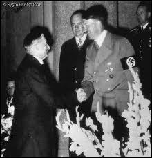 Quelle déclaration prémonitoire Churchill avait-il faite devant la Chambre des Communes après les accords de Munich ?