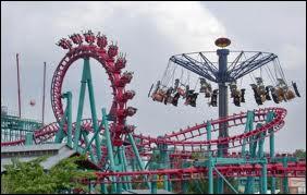 Quel parc d'attractions est situé à Marne-la-Vallée ?