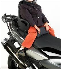 Le passager sur une moto doit être âgé de ...