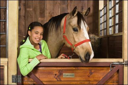 Comment s'appelle le cheval de Carole ?