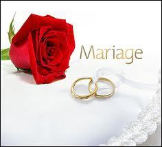 Quel est le principal facteur qui influence les jeunes filles du monde à se marier à 21 ans plutôt qu'à 17 ans ?