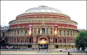 Combien mesure, en mètres, le diamètre du Royal Albert Hall de Londres ?