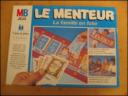 Au jeu 'Le menteur', il faut se débarasser de toutes ses cartes sur les cases correspondantes. Quel membre de la famille n'a pas de case à son effigie (et oblige à mentir) ?