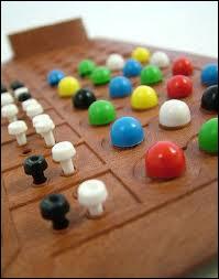 Comment s'appelle ce jeu réflexion où il faut déduire la combinaison de couleurs de l'adversaire ?