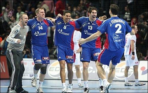 En janvier 2011, quelle compétition a été remportée par les handballeurs français ?