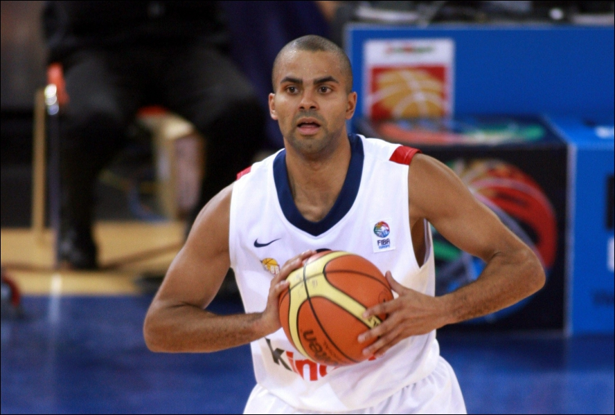 Contre qui la France a-t-elle perdu en finale du Championnat d'Europe de basket masculin ?