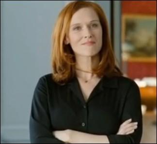 Driss drague la jolie secrétaire particulière. Quel est son nom ?
