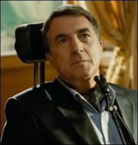 Quel est le prénom du riche handicapé qui habite dans un luxueux hôtel particulier ?