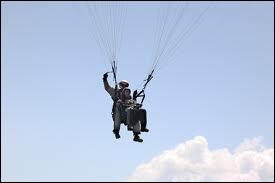 Lors d'une sortie, quel sport aérien pratiquent-ils ensemble ?