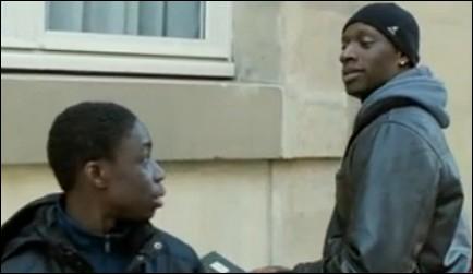Comment s'appelle le jeune frère que Driss doit ' recadrer ' ?