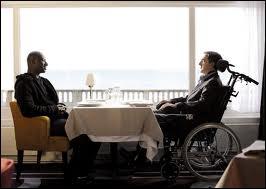 La virée se termine le lendemain dans un restaurant de bord de mer. Quelle est la scène finale du film ?