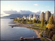 Qui chantait sur des souvenirs amers dans le port de Vancouver ?