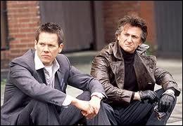 Film réalisé par Clint Eastwood (2003) : trois amis d'enfance et deux drames à 30 ans d'intervalle... avec Sean Penn, Tim Robbins et Kevin Bacon.